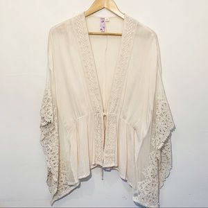 Alya - Cream and Lace top